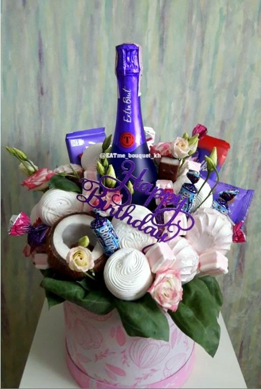 Женский букет с шампанским и зефиром