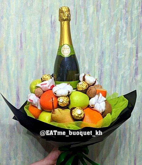 Букет из фруктов и шампанского