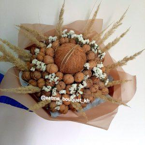 Букет из орехов