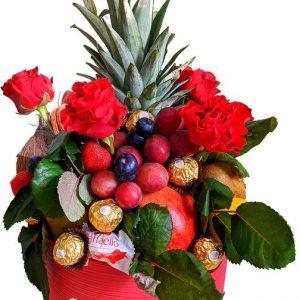 Фруктовый букет с розами