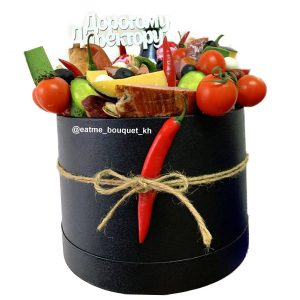Мясной букет в шляпной коробке