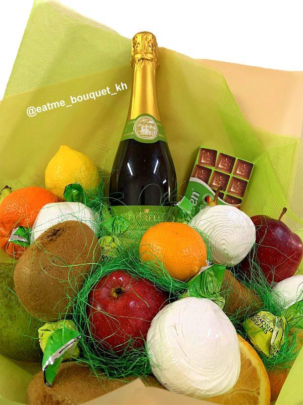 Букет с шампанским и фруктами