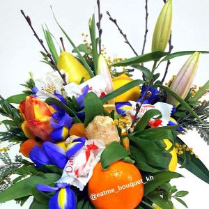 Букет из цветов и фруктов «Пробуждение»
