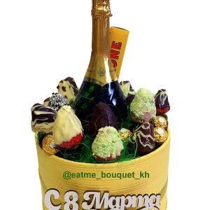 Букет из клубники в шоколаде с шампанским