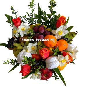 Фруктовый букет с тюльпанами