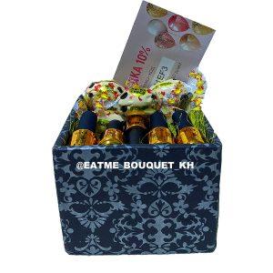 Подарочный бокс с конфетами и лаком