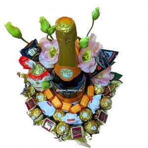 Букет с шампанским и конфетами
