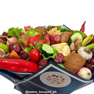 Овощной букет с сосисками