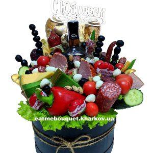 Мясной букет с виски в шляпной коробке
