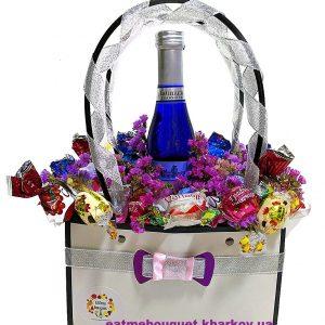 Букет-комплимент с шампанским и конфетами