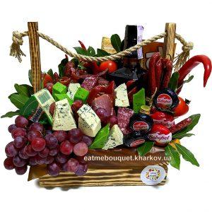 Деревянный ящик с мясом