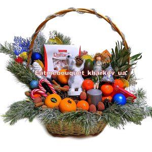 Рождественская корзина со сладостями