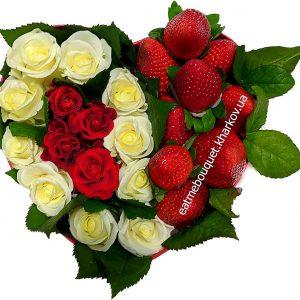 Бокс с клубникой и розами