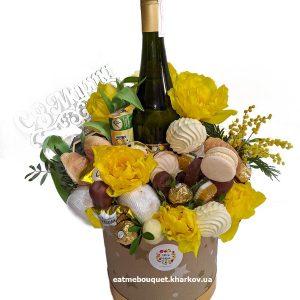 Букет с шампанским и тюльпанами на 8 марта